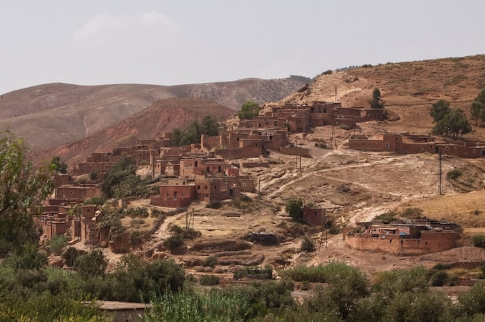 Berber-Village-in-the-Atlas-Mountains-while-driving-from-Marrakech-to-Agadir