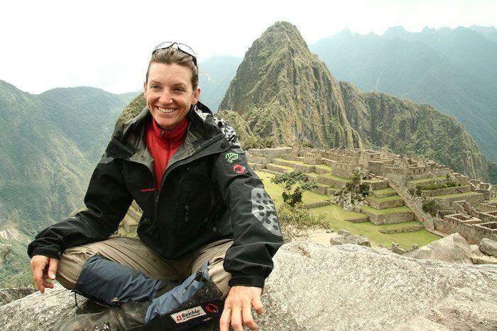 """Sarah Marquis, l'aventurière sauvage par nature. Ici au Pérou – Machu Picchu, lors de son expédition """"La voie des Andes"""""""