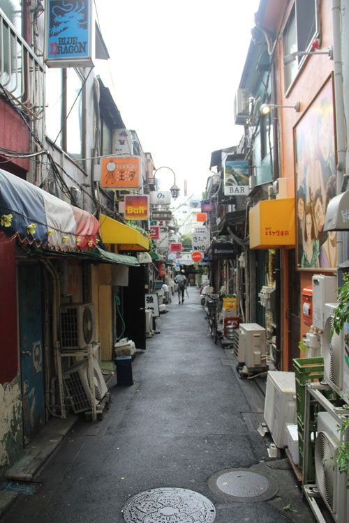 Ruelle dans le Golden Gai à Tokyo