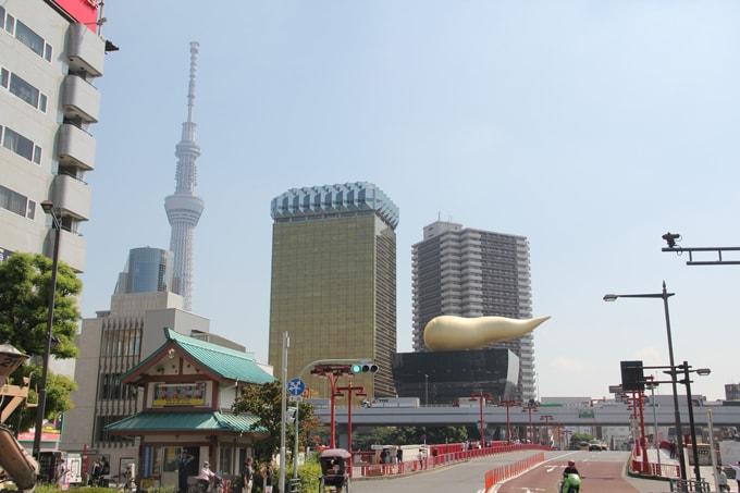 """La Asahi Sky Tower à Tokyo et le """"caca doré"""""""