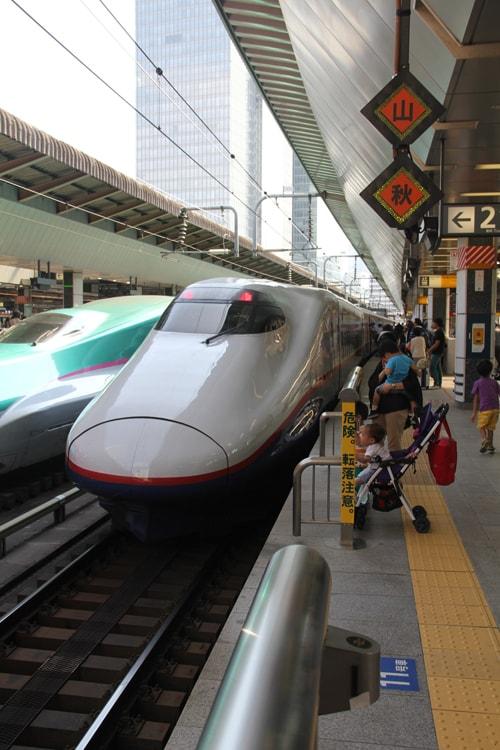 Un Shikansen à Tokyo