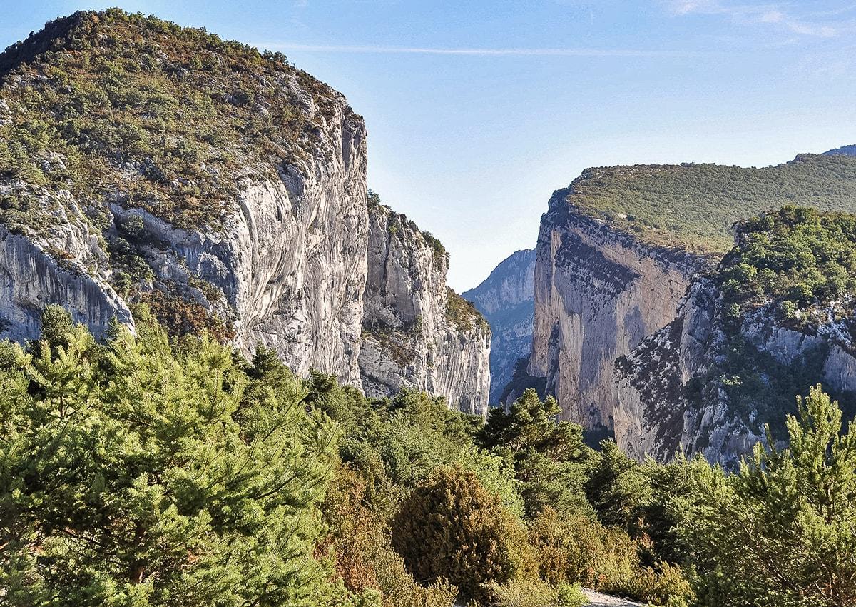 Randonner sur le superbe sentier Blanc-Martel (Gorges du Verdon) (04)