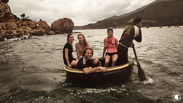 Sur un bateau de pêche à Bai Xep