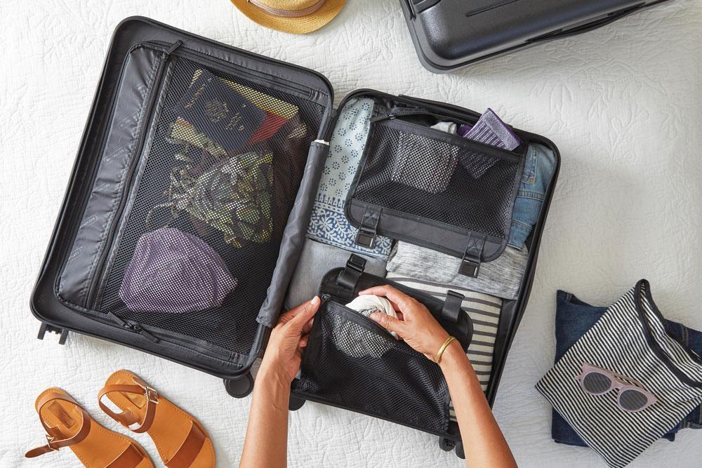 Préparation valise et vêtements pour voyager
