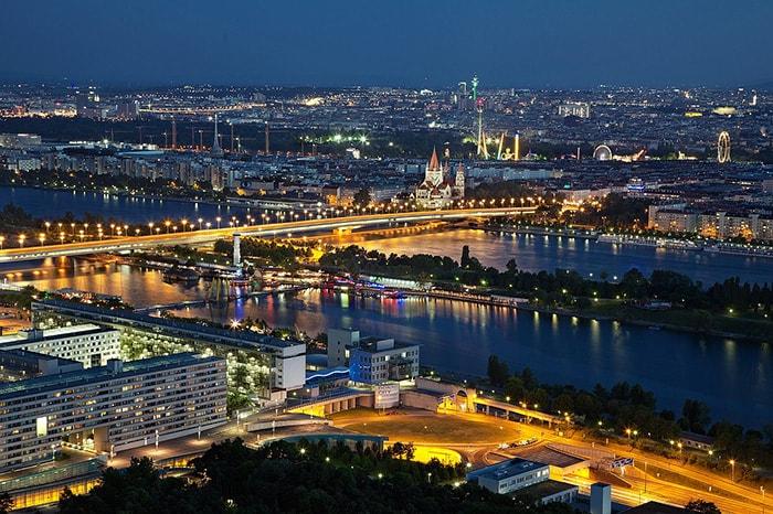 Vue sur Vienne de nuit
