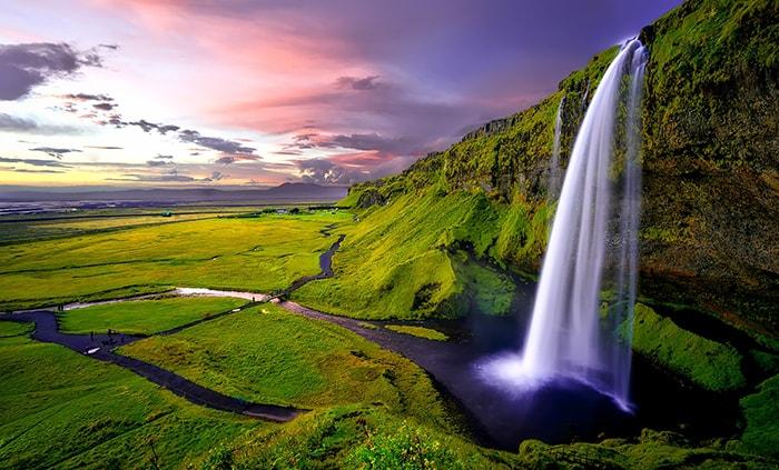 Chute d'eau Seljalandsfoss au Sud de l'Islande