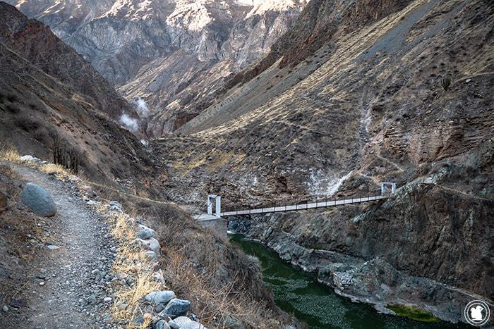 Pont piéton au départ du troisième jour du trek