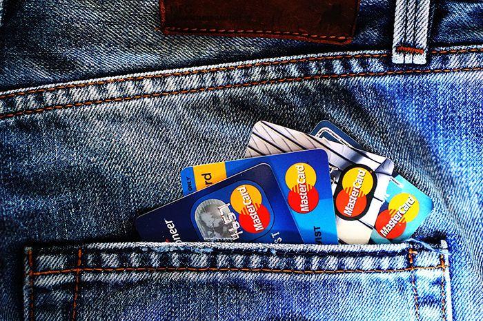 La carte bancaire, méfiance en voyage