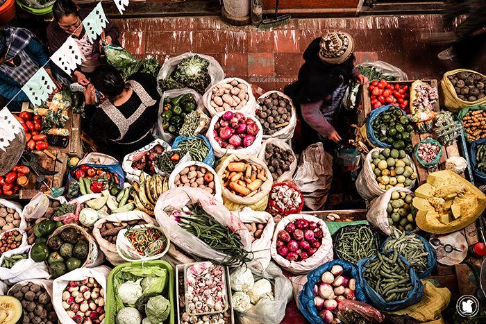 Faire un tour au marché local, ici en Bolivie, le secret pour un budget maîtrisé et une immersion dans la vie locale !