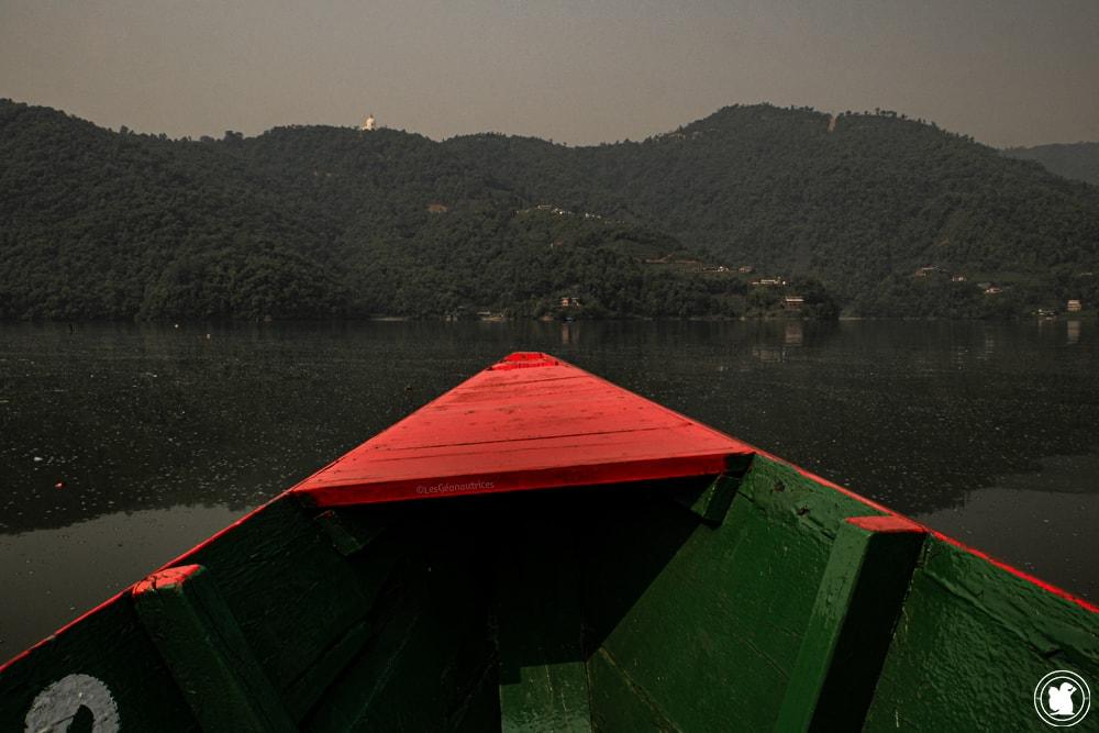Barque sur le lac Phewa