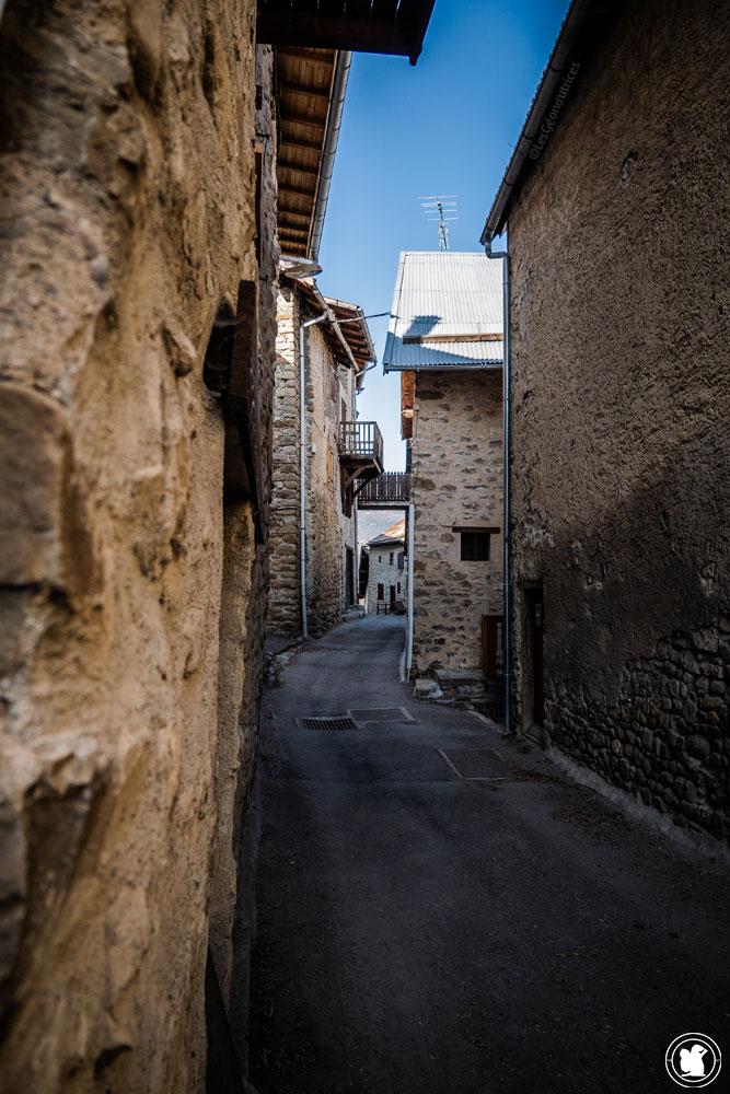 Trek Val d'Allos rue à Villars-Colmars