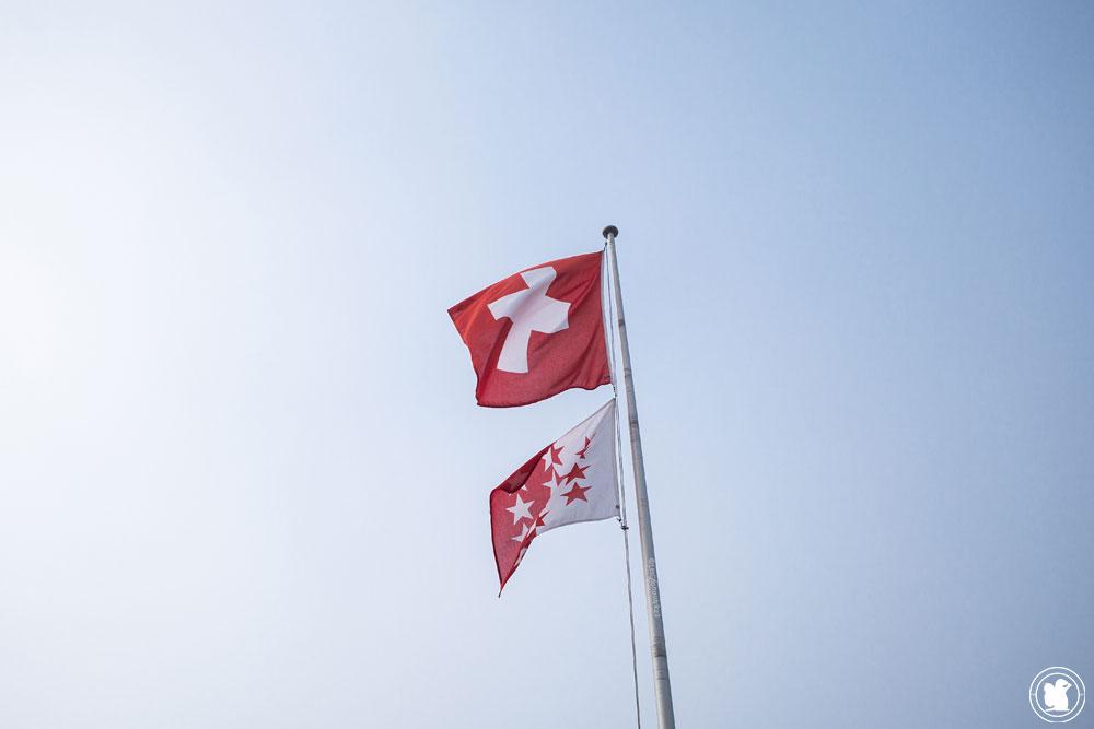 Drapeaux Suisse et du canton du Valais