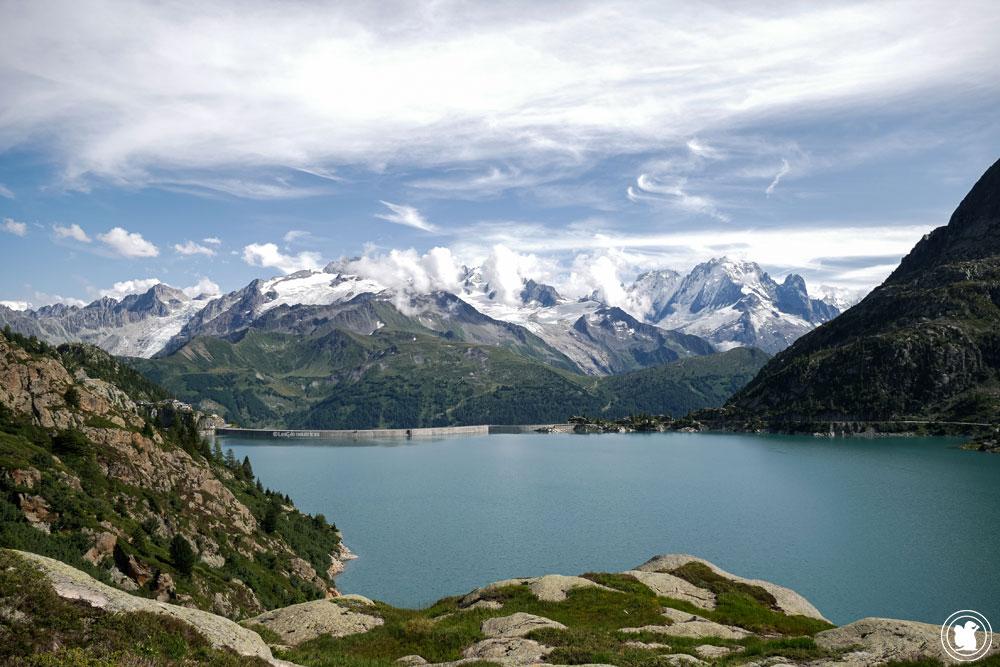 Le lac d'Emosson avec vue sur le Massif du Mont-Blanc