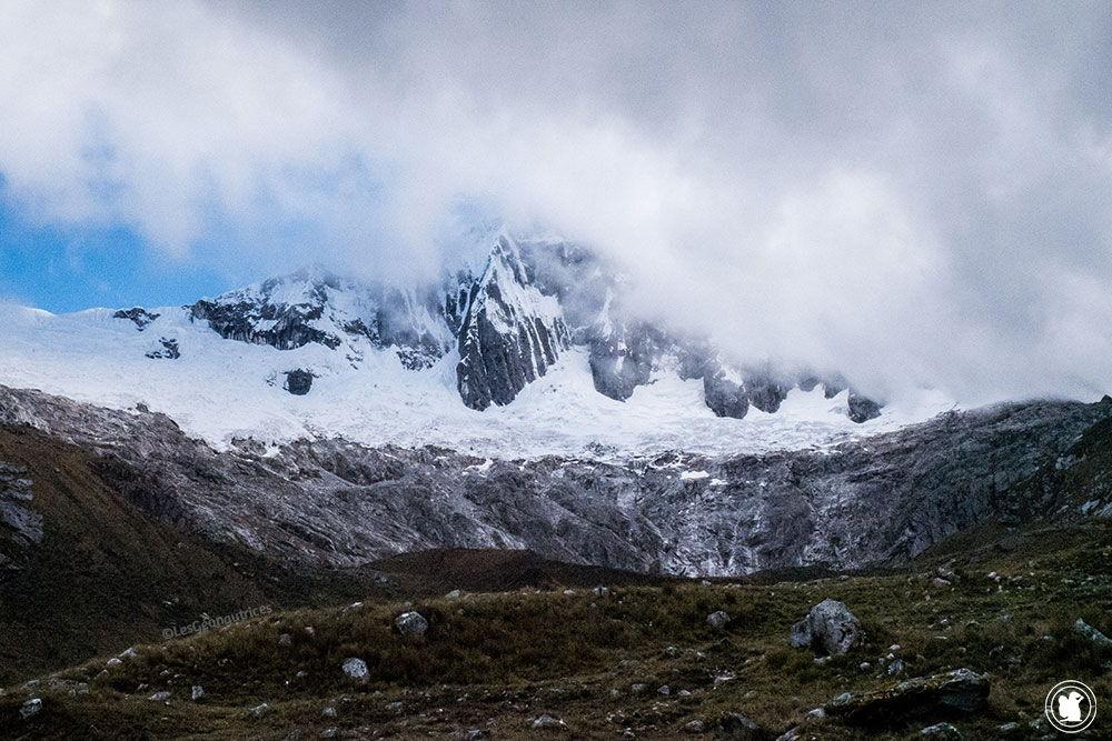Montagnes du trek Santa Cruz au Pérou dans la cordillère Blanche