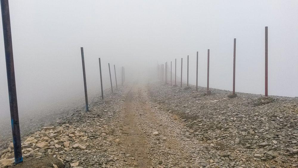 GR4 d'Ariane - dans le brouillard avant d'arriver sur le Mont Ventoux
