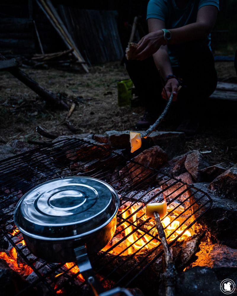 Stage de survie - fromage au feu de camp