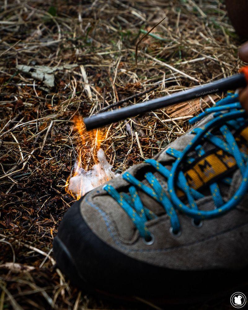 Apprendre à faire du feu avec une pierre à feu