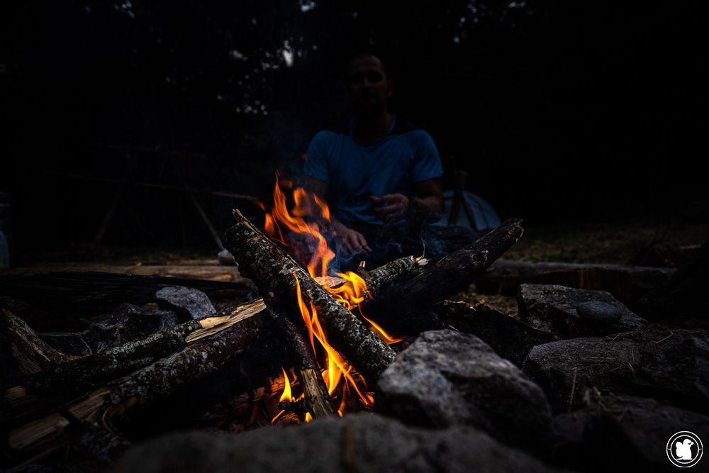 Stage de survie - un bon feu de camp qui réchauffe les coeurs